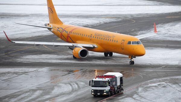 Самолет авиакомпании Саратовские авиалинии в аэропорту Домодедово