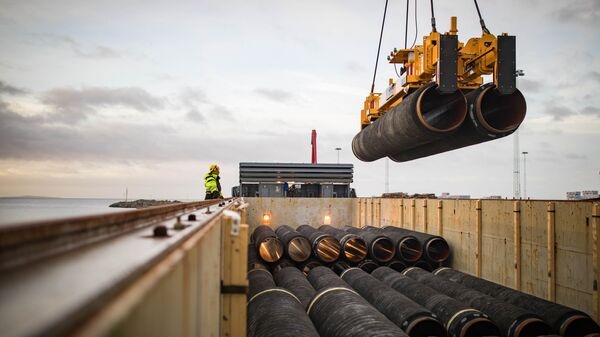Трубы для строительства газопровода Северный поток - 2 в порту Мукран, Германия. архивное фото