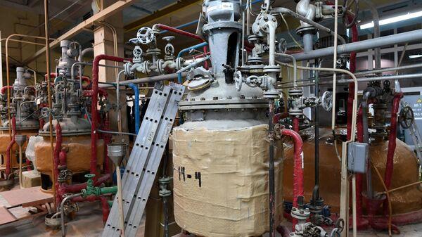 Оборудование в старом цехе завода АО Биохимик в Саранске