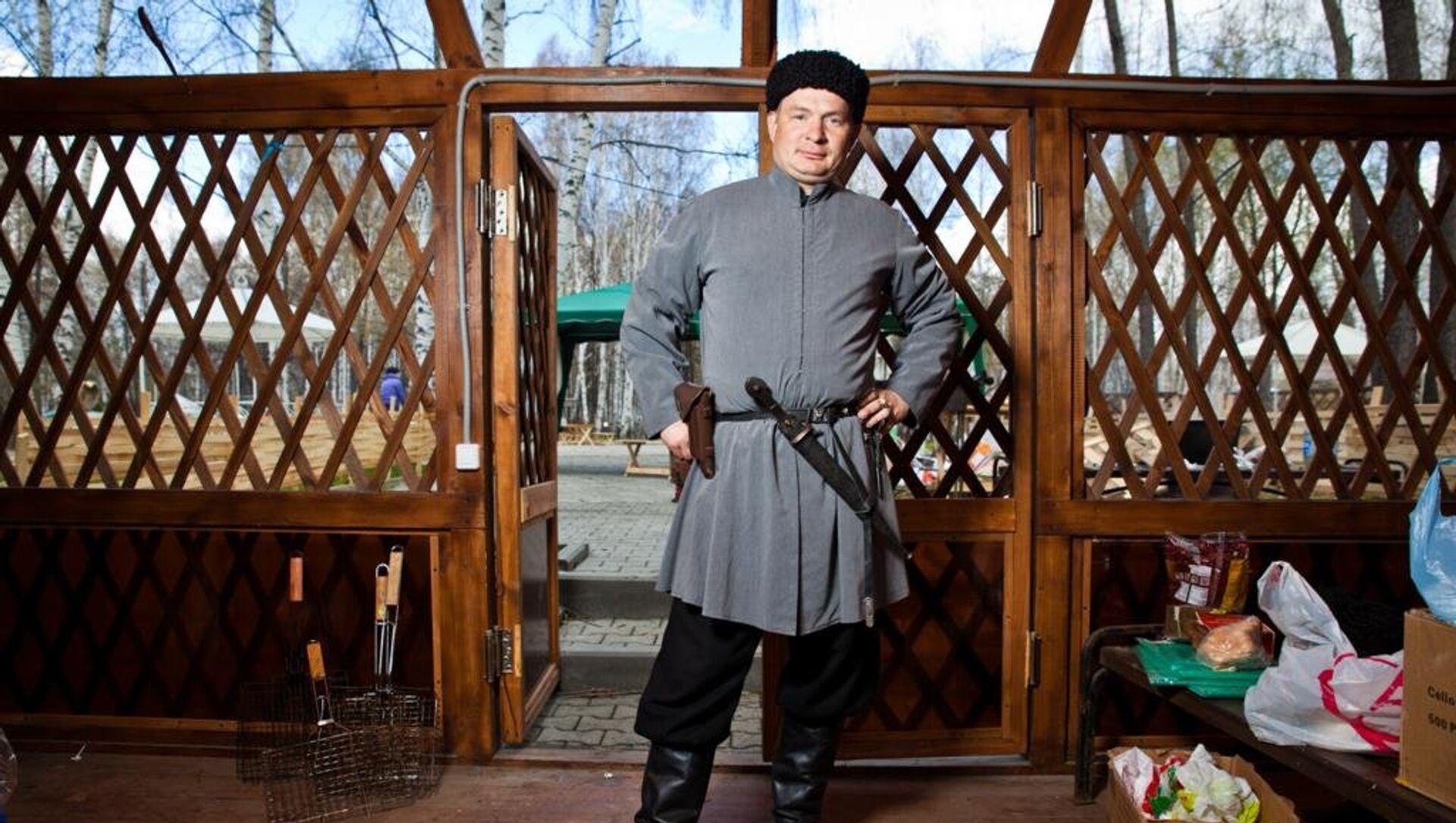 В Екатеринбурге полиция приехала в поселок, где живут цыгане