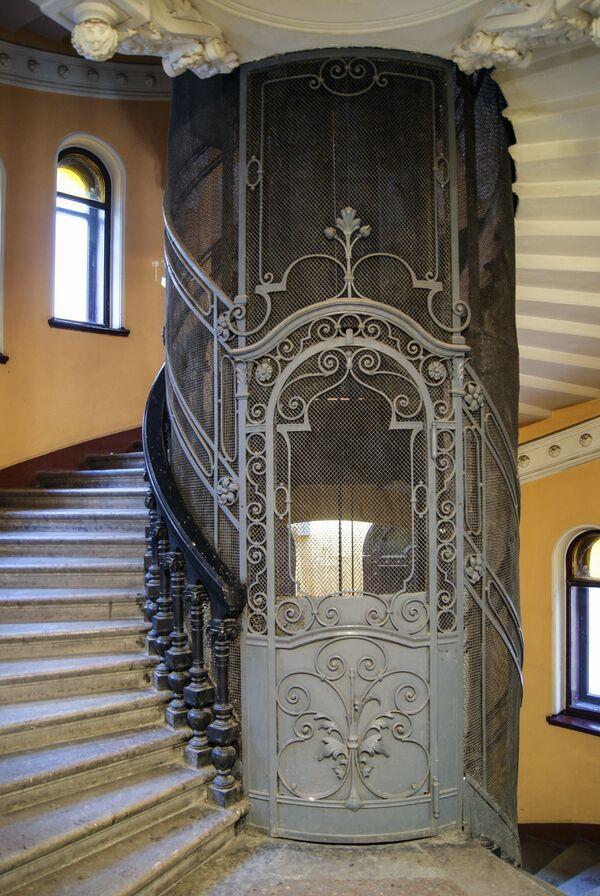 Лифт в доме купцов Елисеевых