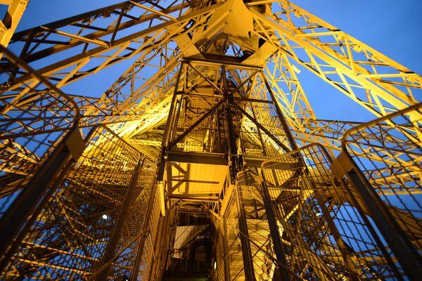 Лифт в Эйфелевой башне, Франция