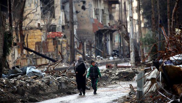 Жители Ракки на улице города. 18 февраля 2018