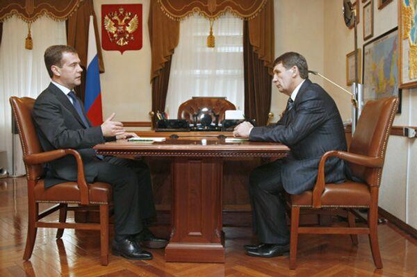 Президент РФ Дмитрий Медведев и губернатор Магаданской области Николай Дудов