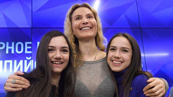 Евгения Медведева, Этери Тутберидзе и Алина Загитова в Международном мультимедийном пресс-центре МИА Россия сегодня