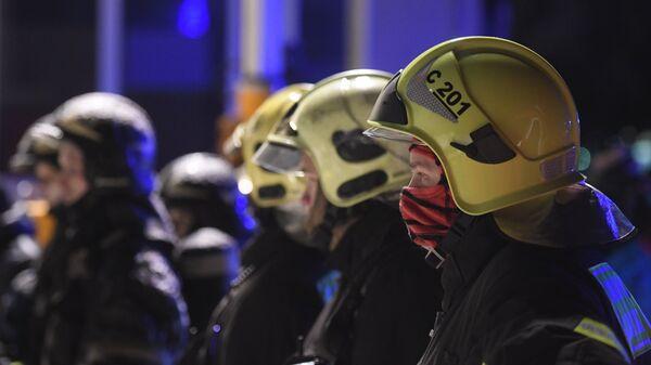Сотрудники пожарной службы МЧС России