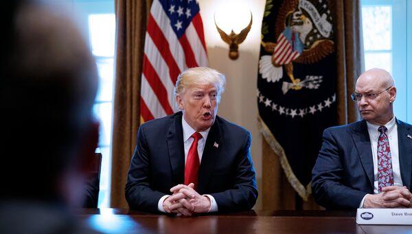 Президент США Дональд Трамп высказывается о тарифах на сталь и алюминий во время встречи в Белом доме. 1 марта 2018