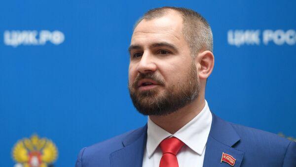 Максим Сурайкин перед началом встречи с председателем ЦИК РФ Эллой Памфиловой в Москве. 5 марта 2018