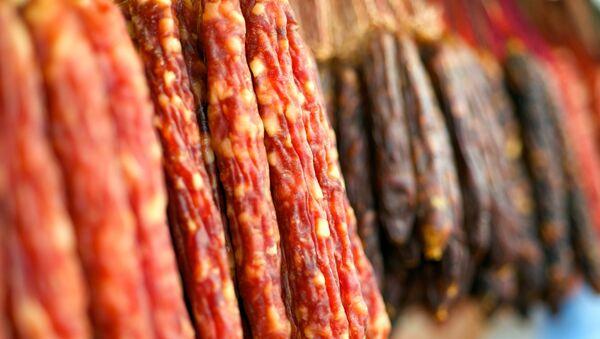 Колбасные изделия. Архивное фото
