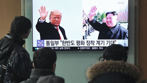Трансляция новостей про будущую встречу президента США Дональда Трампа и лидера КНДР Ким Чен Ына. 9 марта 2018