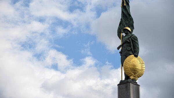 Памятник советским воинам, погибшим при освобождении Австрии от фашизма на площади Шварценбергплац в Вене. Архивное фото