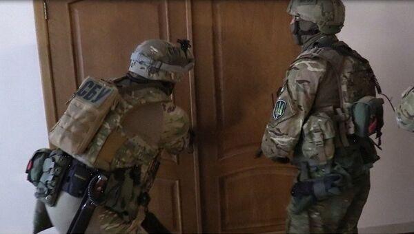 Сотрудники СБУ во время проведения обыска. Архивное фото