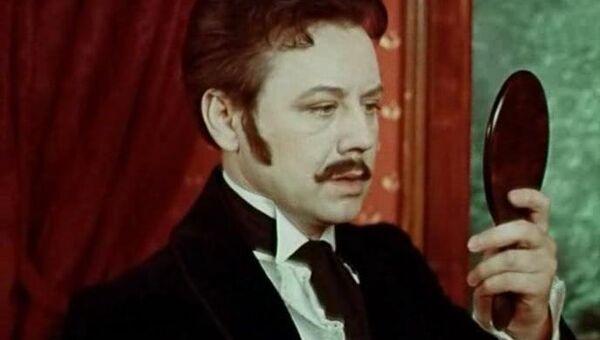 Кадр из фильма Красавец-мужчина