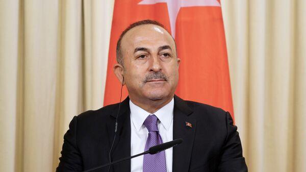 Глава МИД Турции Мевлют Чавушоглу во время пресс-конференции после встречи с Сергеем Лавровым