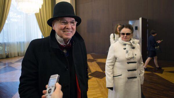 Модельер Вячеслав Зайцев во время голосования на выборах президента РФ на избирательном участке в посольстве России во Франции. 18 марта 2018