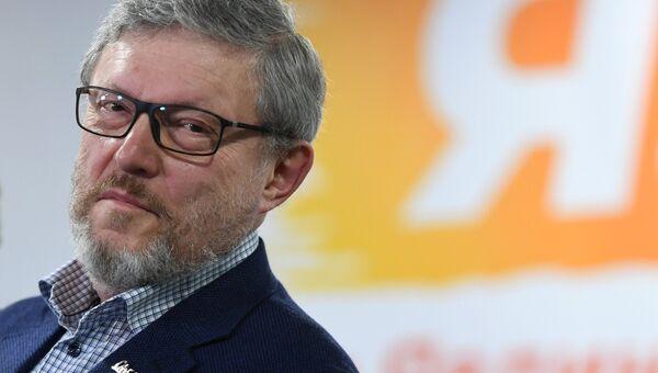 Григорий Явлинский в своем предвыборном штабе
