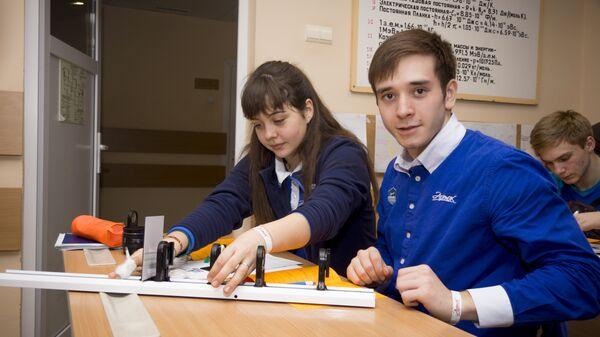 Участники экспериментариума Е. Николаев и Е. Деркачёва