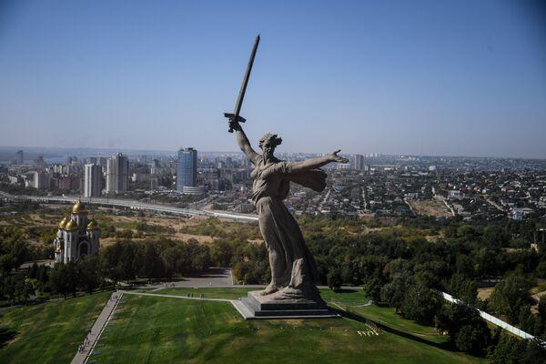 Монумент Родина-Мать в Волгограде