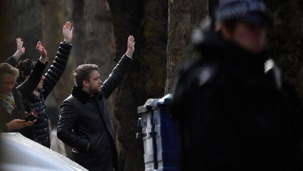 Сотрудники посольства РФ в Великобритании провожают высылаемых коллег в Лондоне. 20 марта 2018