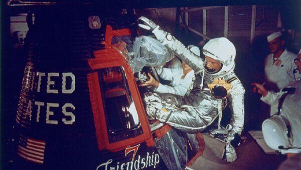 Джон Гленн - первый американец, оказавшимся на космической орбите. Архивное фото