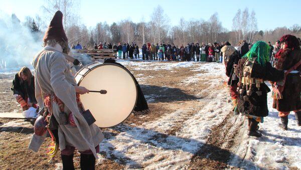 Празднование языческой Масленицы (Комоедицы) в деревне Турейка Наро-Фоминского района Московской области
