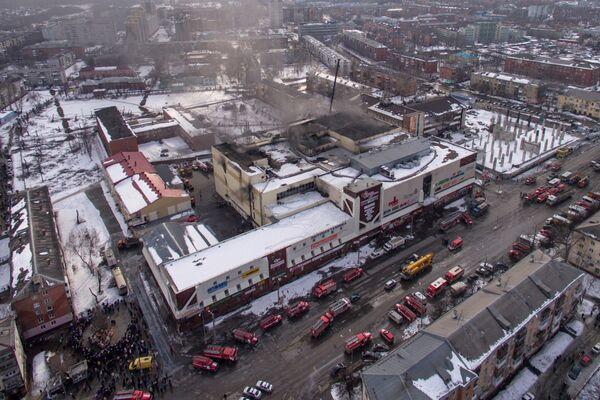Здание торгового центре Зимняя вишня в Кемерово, где произошел пожар. 26 марта 2018