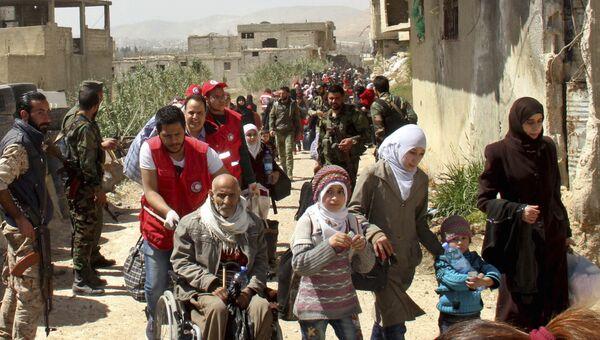 Выход беженцев из Восточной Гуты в Сирии. Архивное фото