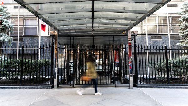 Вход в здание, в котором располагается постоянное представительство Российской Федерации при ООН в Нью-Йорке. Архивное фото