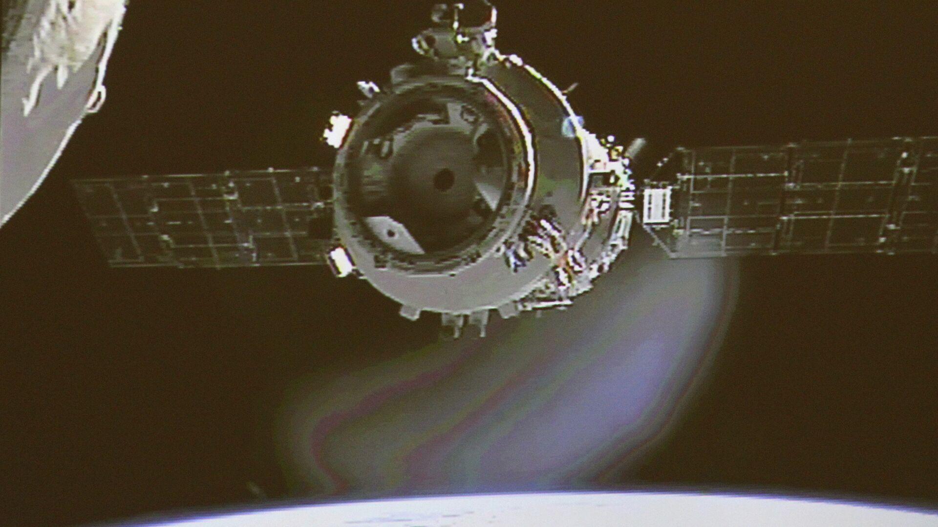 Пилотируемый космический корабль КНР Шэньчжоу-9 стыкуется с космическим аппаратом Тяньгун-1 - РИА Новости, 1920, 29.04.2021
