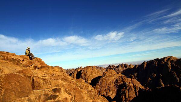 Гид на вершине горы Святой Екатерины в Египте