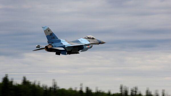 Истребитель F-16. Архивное фото