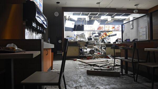 Последствия взрыва в ресторане быстрого питания Burger King в центре Еревана. 3 апреля 2018