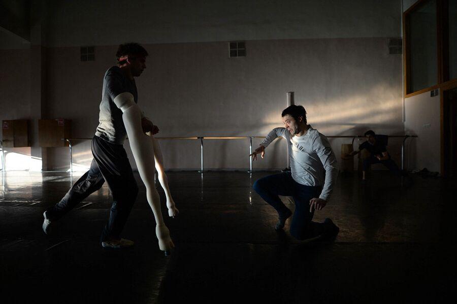 Репетиция в балетном классе. Подготовка к балету Пер Гюнт