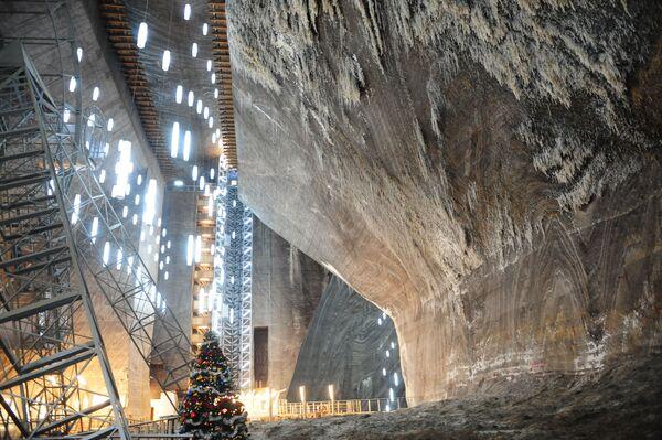 Соляная шахта в Трансильвании (Румыния), известная с XIII века
