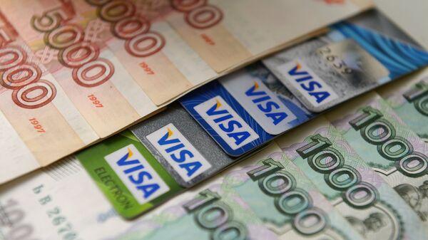 Visa разрешит снимать наличные на кассах российских аптек и заправок