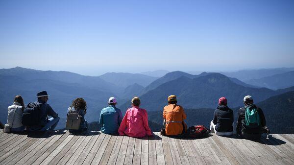 Туристы на обзорной площадке на вершине Роза Пик на высоте 2320 метров.