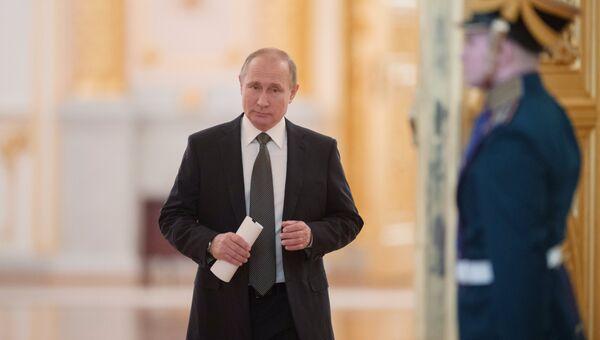 Владимир Путин перед началом заседания Госсовета по вопросу развития конкуренции. 5 апреля 2018