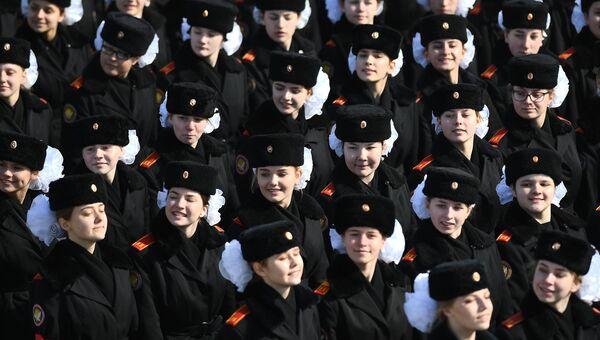 Курсантки во время репетиции Парада Победы на военном полигоне Алабино в Московской области