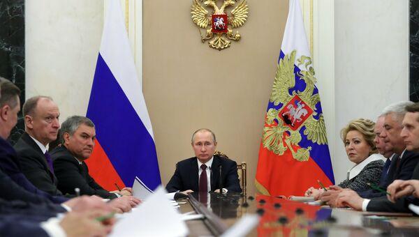Президент РФ Владимир Путин проводит совещание с постоянными членами Совета безопасности РФ. 6 апреля 2018