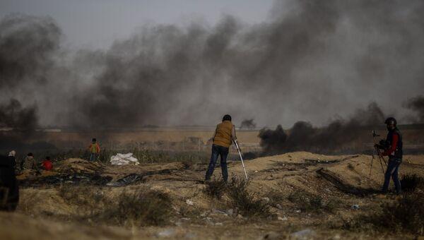 Столкновения палестинских протестующих с израильскими военными на границе сектора Газа и Израиля. Архивное фото