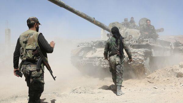 Сирийские военные во время продвижения в направлении города Думы в Сирии. 7 апреля 2018
