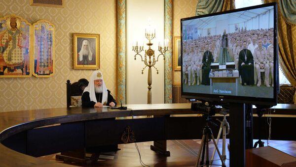 Патриарх Кирилл во время видеомоста с военнослужащими авиабазы ВКС РФ Хмеймим в Сирии. 8 апреля.