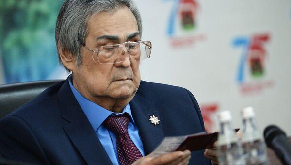 Аман Тулеев на внеочередной сессии Совета народных депутатов Кемеровской области
