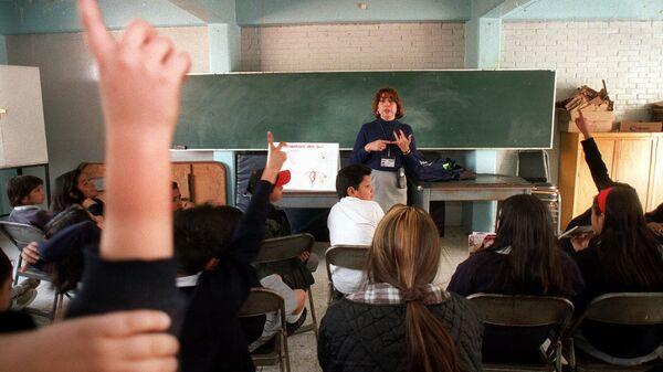 Дети на уроке в школе в Мехико, Мексика