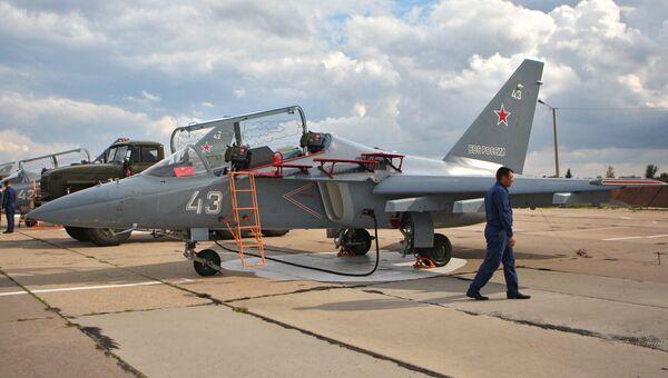 Учебно-боевой самолет ЯК-130 на Борисоглебской учебно-авиационной базе. Архивное фото