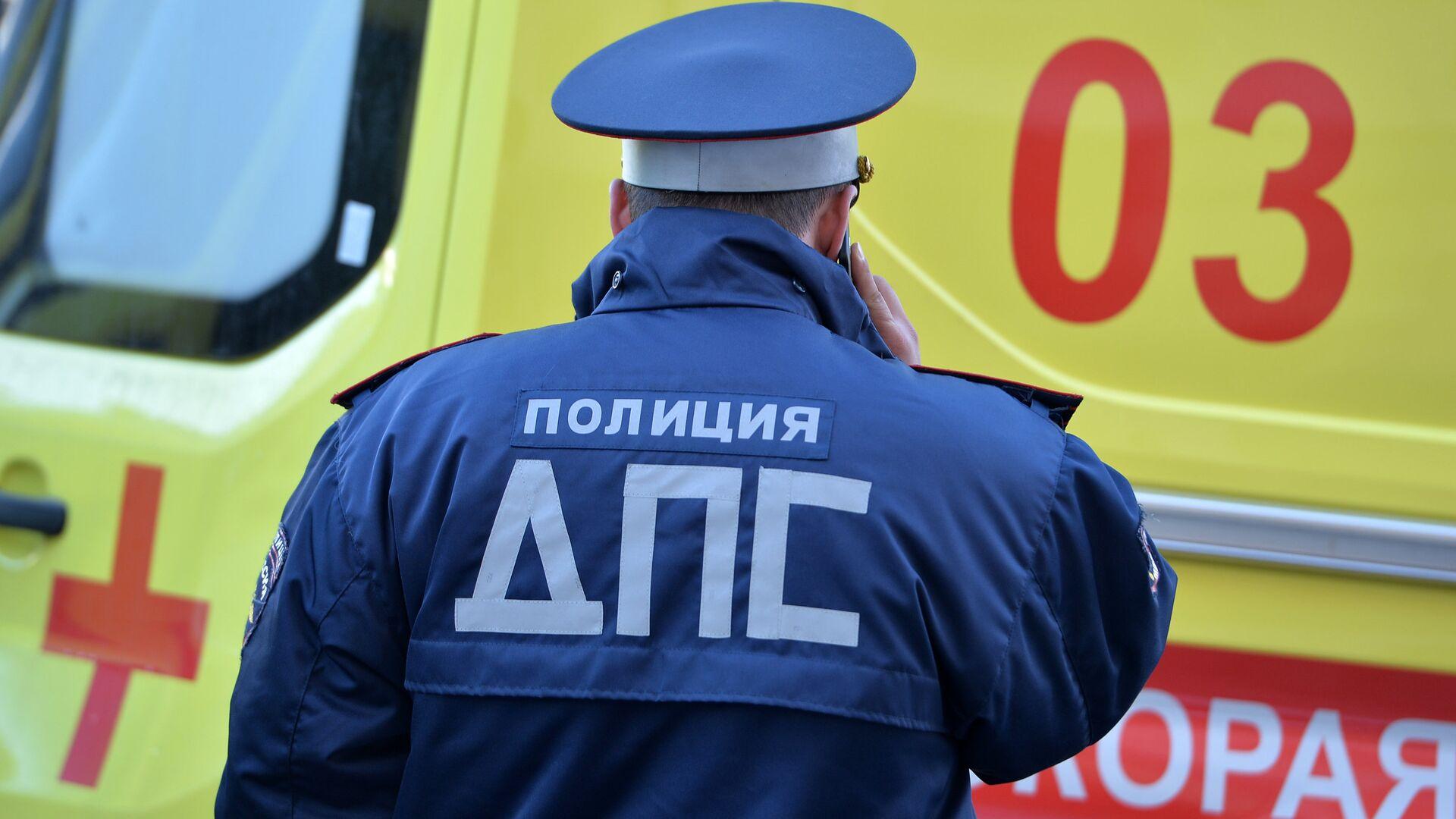 В центре Москвы водитель такси врезался в трамвай