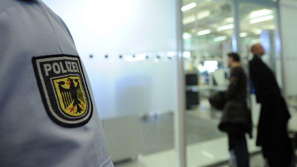 Сотрудник полиции в аэропорту Мюнхена, Германия