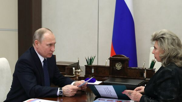 Президент РФ Владимир Путин и уполномоченный по правам человека Татьяна Москалькова во время встречи. 16 апреля 2018