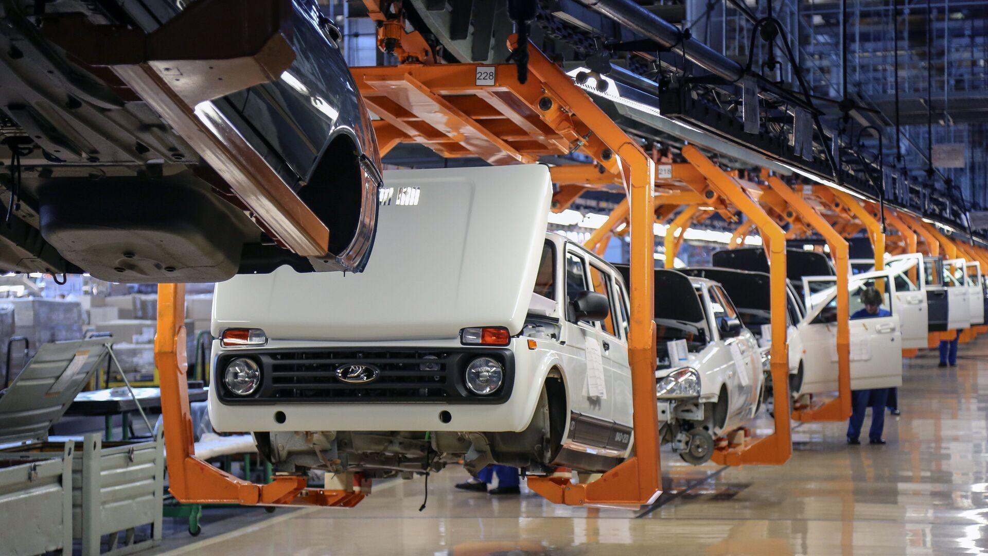 """Российская Lada Niva """"уделает"""" более дорогие авто, заявили в Болгарии"""