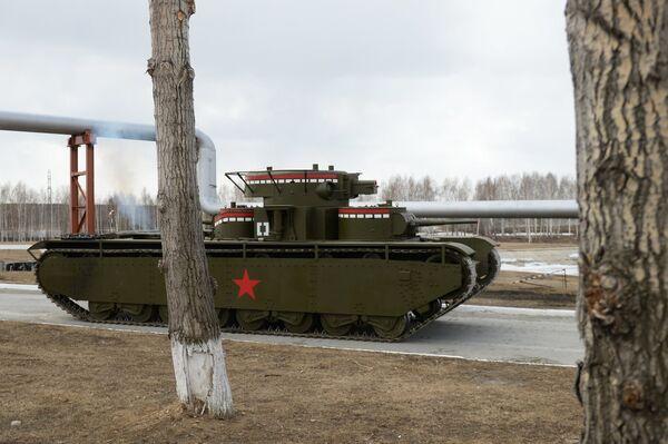 Копия советского многобашенного тяжёлого танка Т-35, воссозданного специалистами участка ремонта и реставрации военной техники АО Уралэлектромедь в Екатеринбурге. Танк Т-35 является единственным в мире пятибашенным танком
